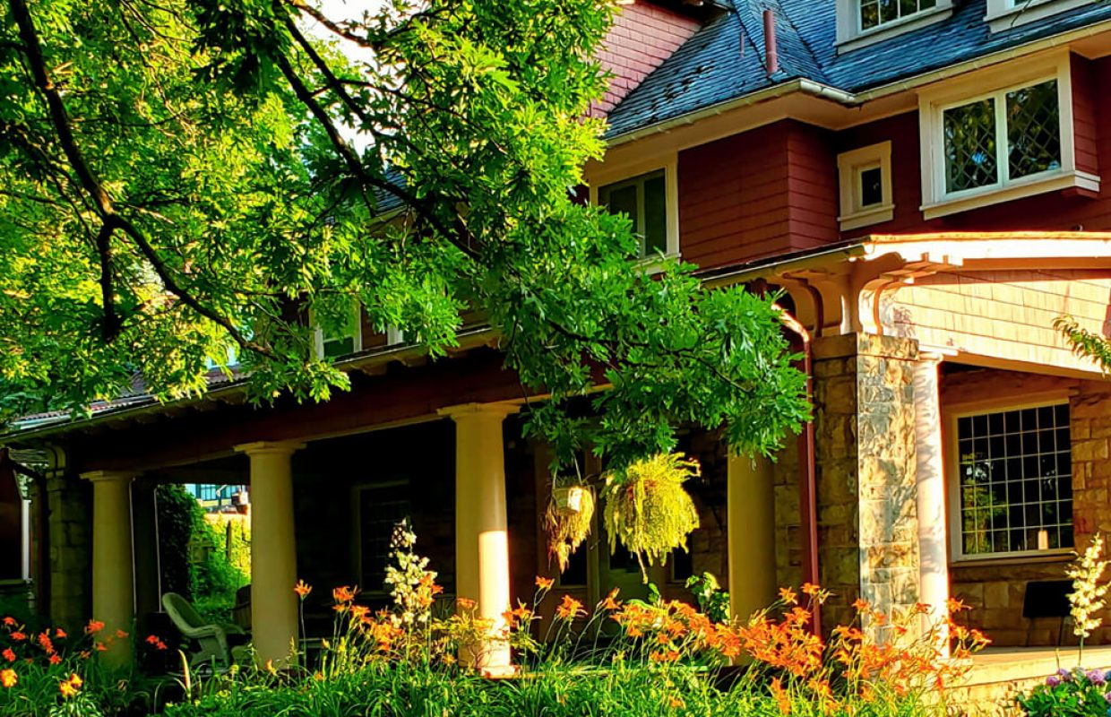Brownsville Road House Bed & Breakfast